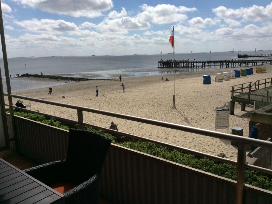 Blick vom Balkon auf die Nordsee und die Halligen