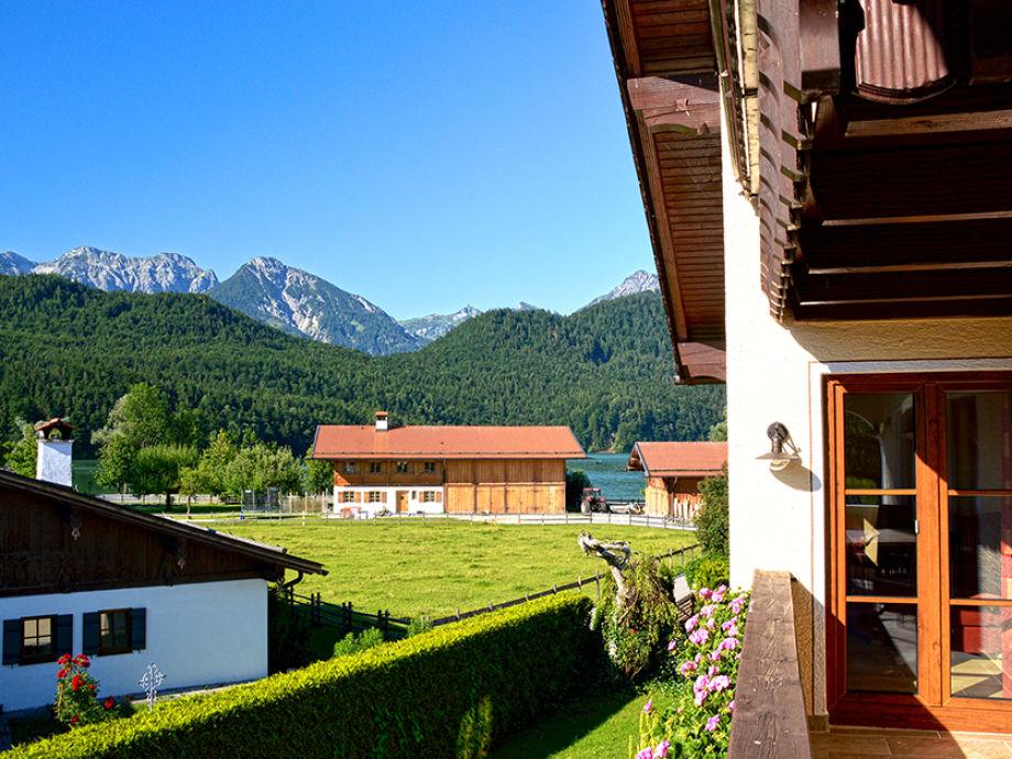Ihr Ausblick vom Balkon zum See und die Berge