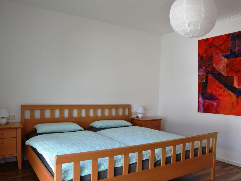 Schlafzimmer mit Bett 2,00x2,00m