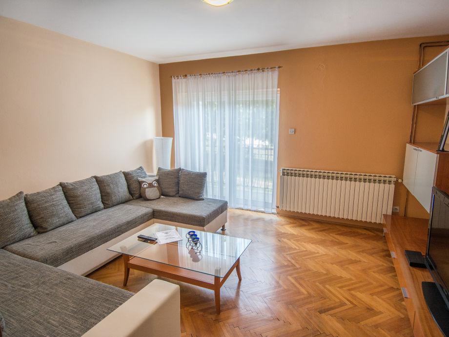 Bett Im Wohnzimmer : Ferienwohnung Darko, Dalmatien, Biograd na Moru ...