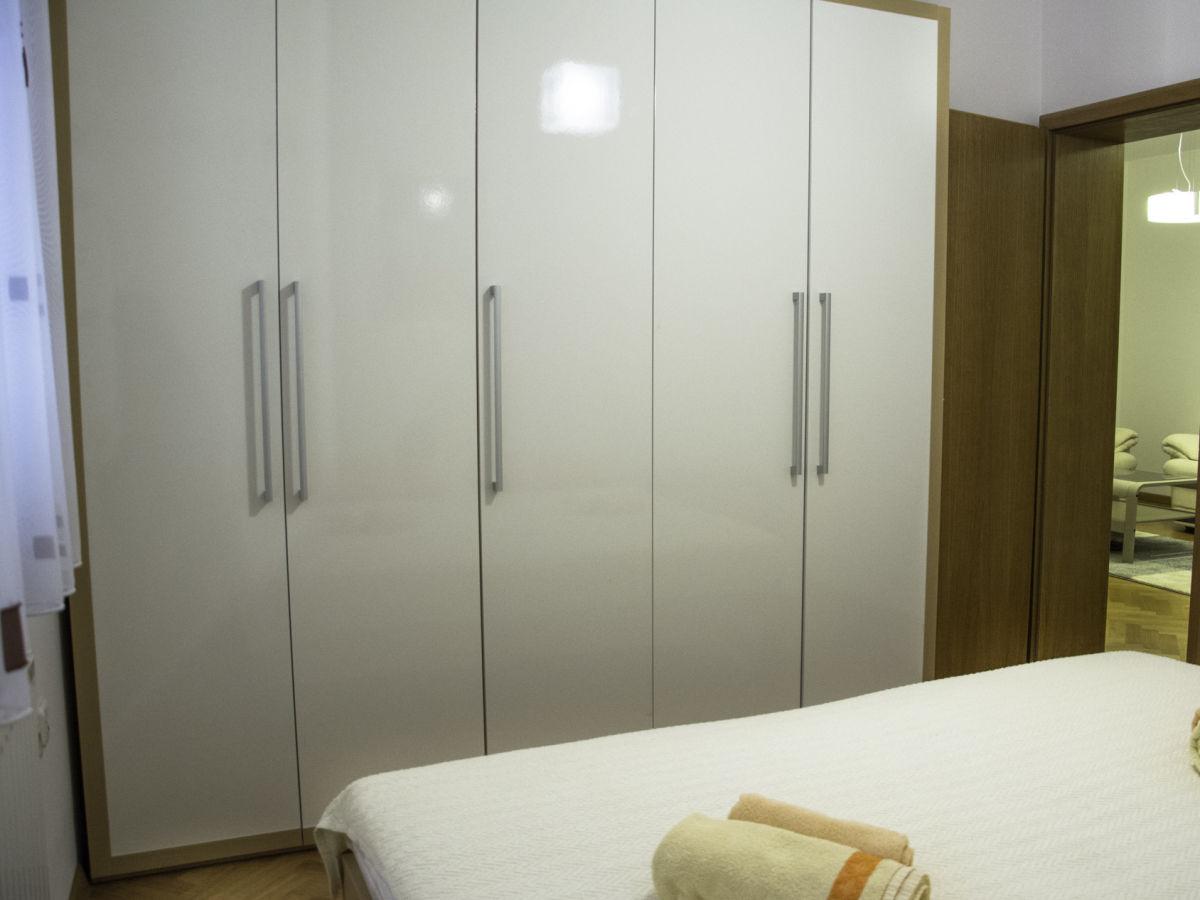 ferienwohnung kuhta dalmatien firma navale turizam j d. Black Bedroom Furniture Sets. Home Design Ideas