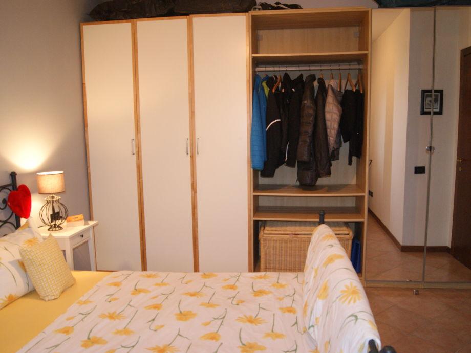 Ferienwohnung garden village lazise gardasee firma ferienhaus w rle frau monika w rle - Schrankwand schlafzimmer ...