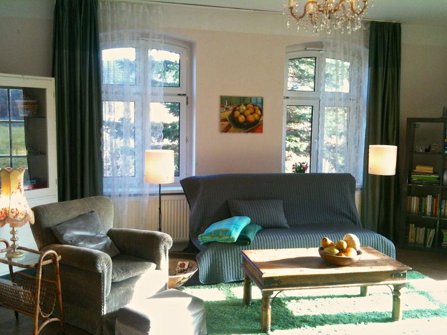 Wohnzimmer - Ostfenster und Flügeltür zum Südgarten
