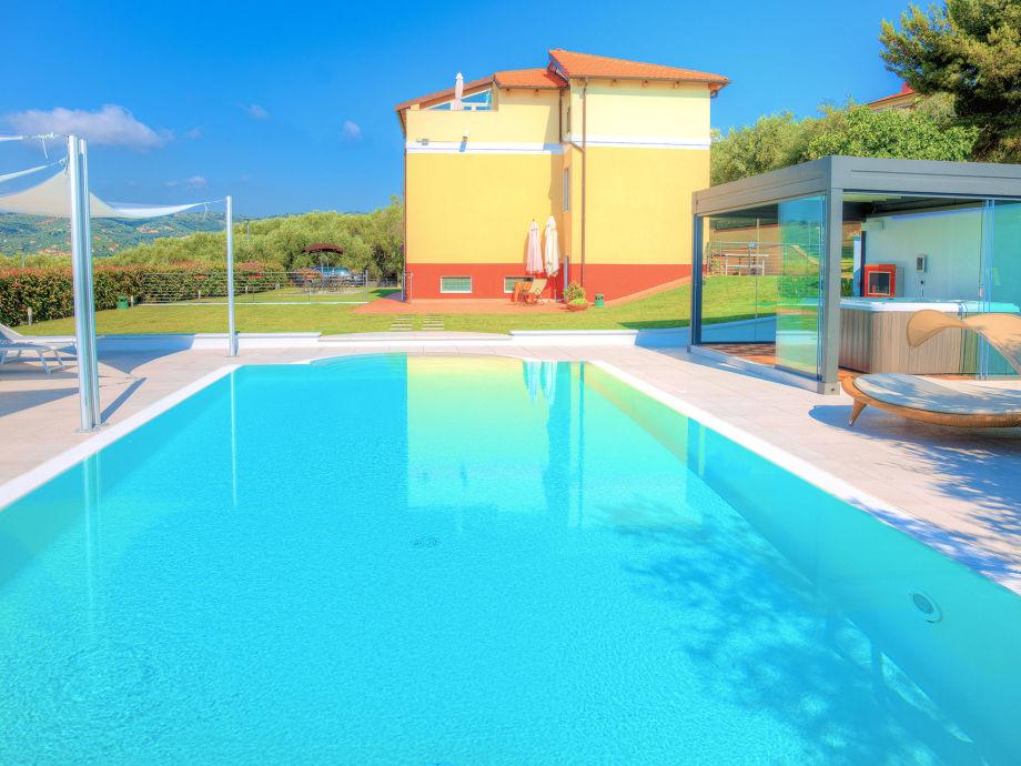 Villa il Poggiolo - Pool & Jacuzzi, Meersicht
