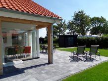 "Ferienhaus Zonnedorp 8 Renesse ""Zeehond"""