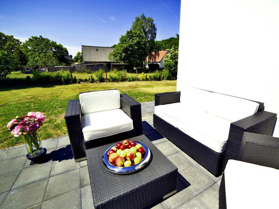 Terrasse mit Sommermöbeln