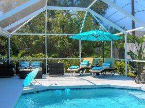 Ferienhaus Pool Villa II mit Privat-Strand