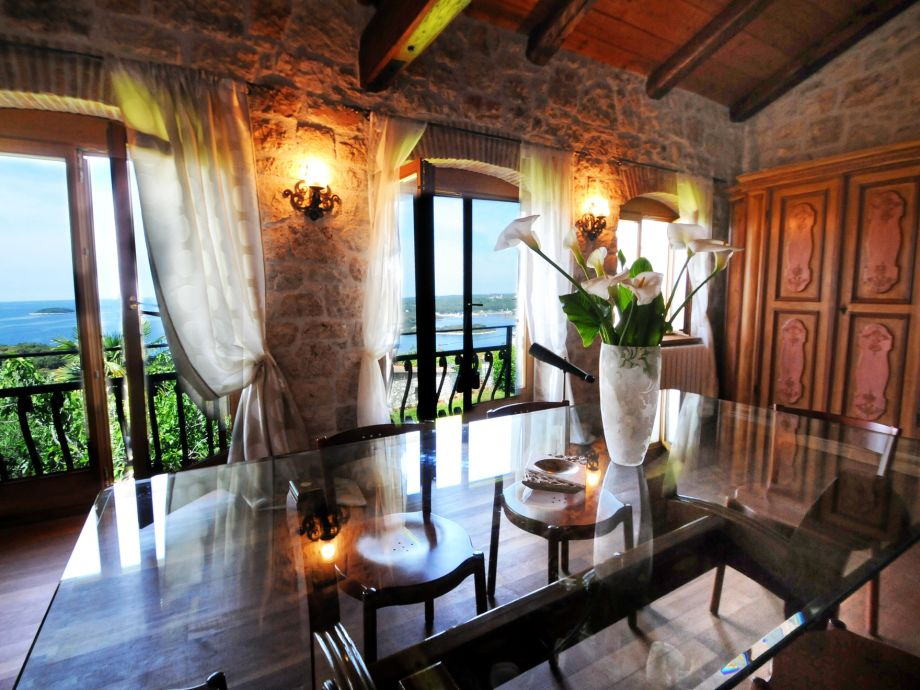 Dinning area and sea view