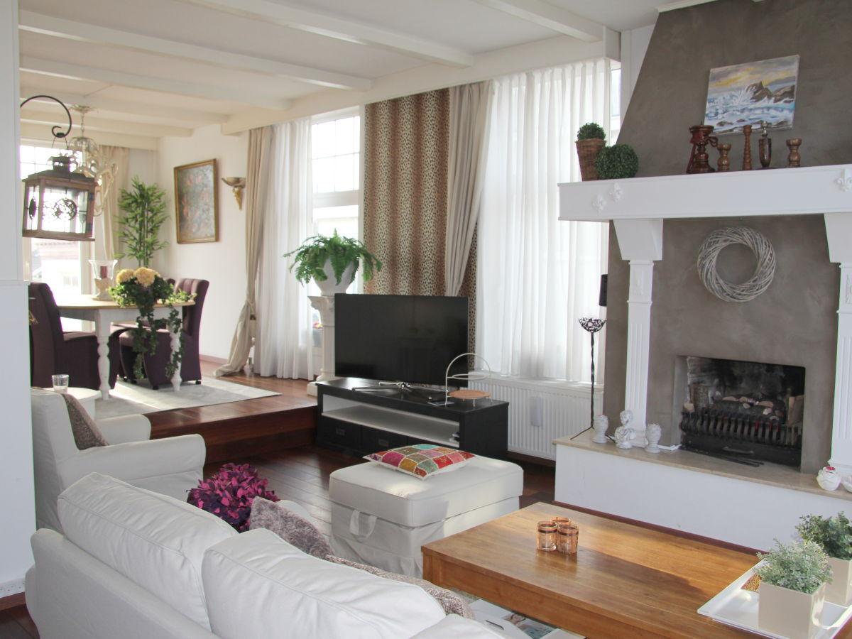 schne wohnzimmer mit kamin ferienwohnung