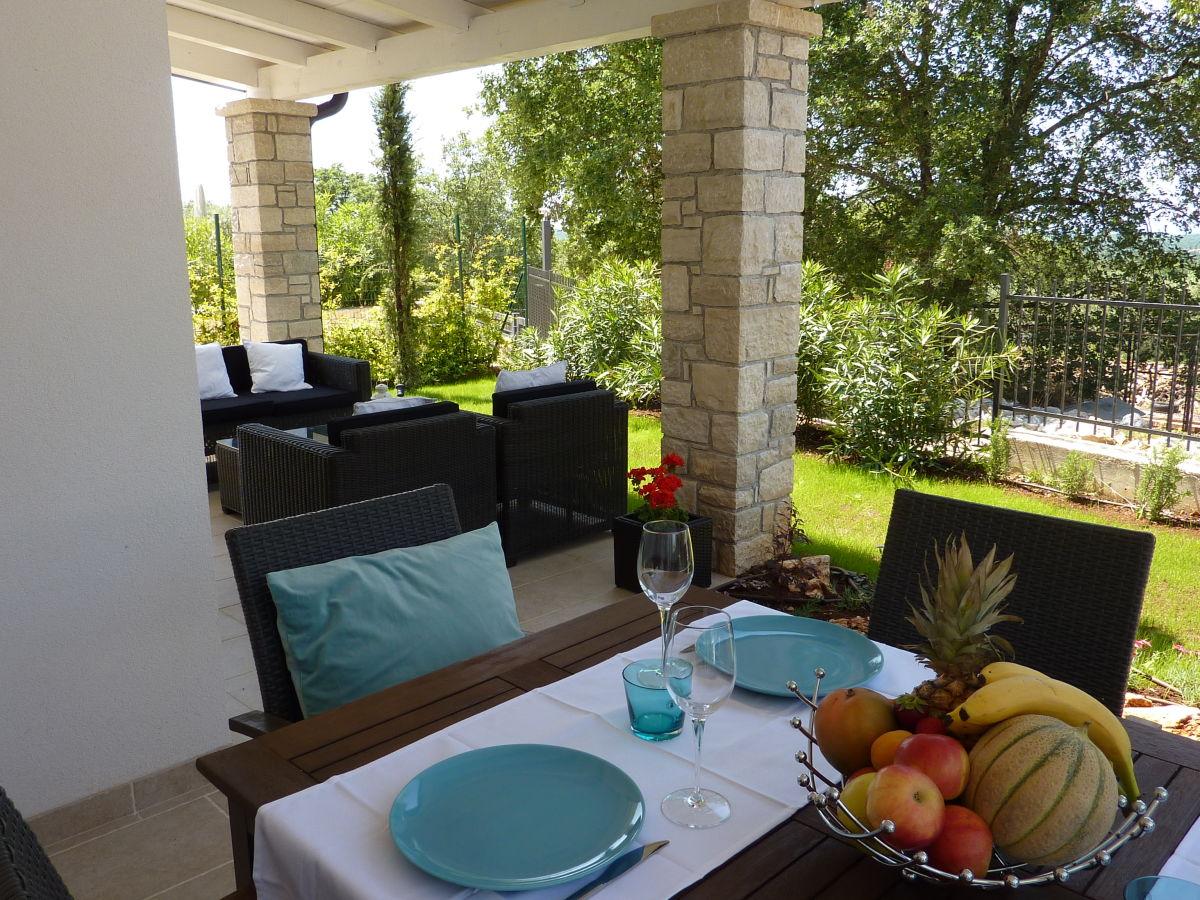 villa barbara mit pool kroatien istrien frau. Black Bedroom Furniture Sets. Home Design Ideas