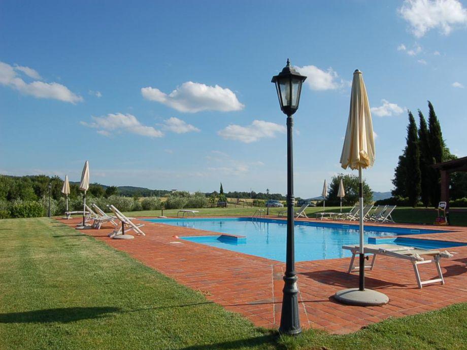 Außenbereich mit Pool