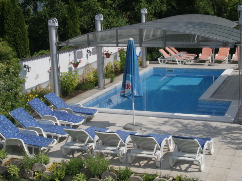 Attraktive holiday house with pool