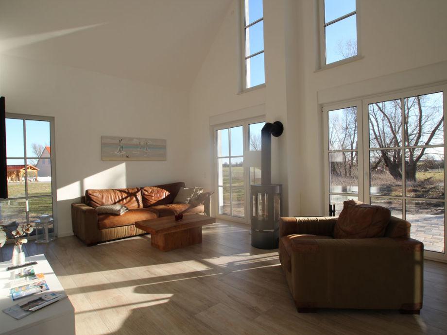 Großzügiges Wohnzimmer mit Kamin