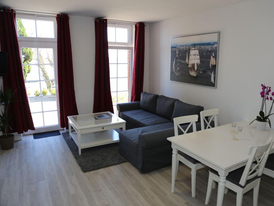 Wohnzimmer Apartment mit großem Sofa