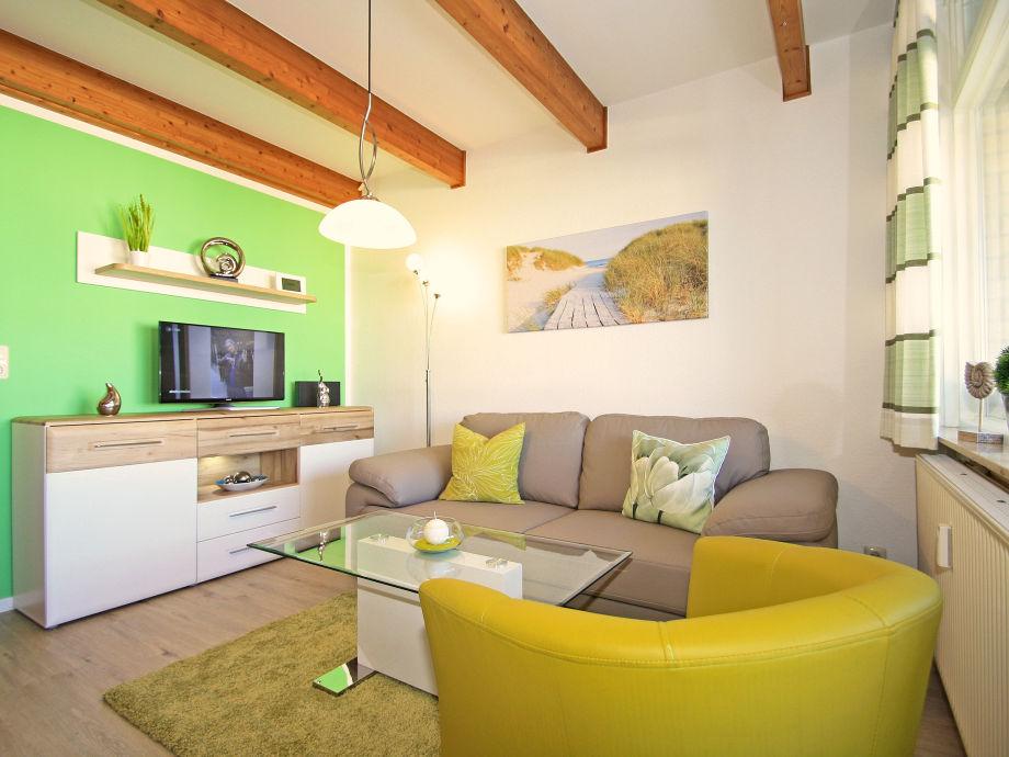 frisch und modern, aber maritim gestaltetes Wohnzimmer