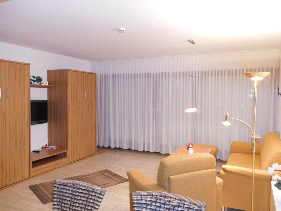 Wohnbereich mit einzelnen Schrankbetten