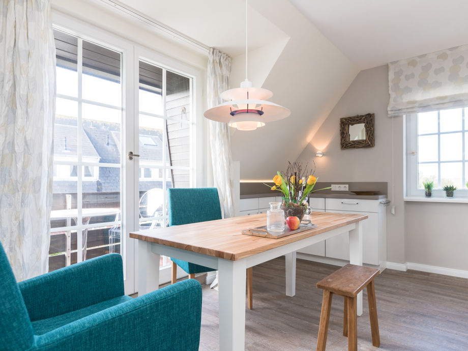 Moderne Wohnküche mit tollem Essplatz