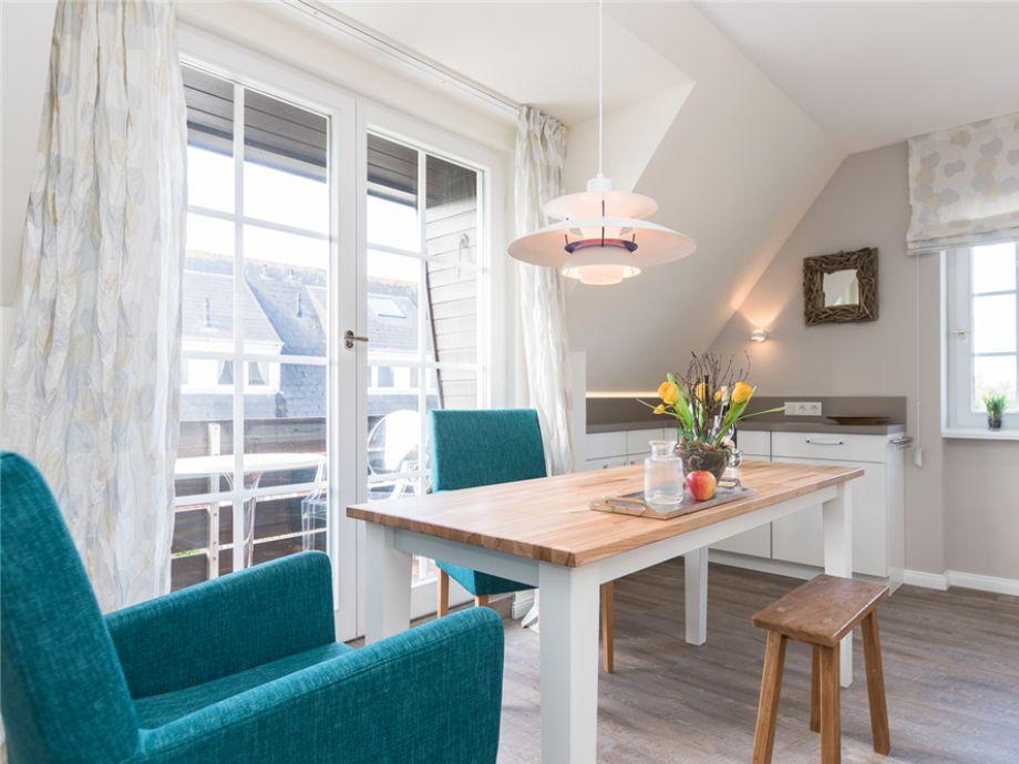 Dieser moderne und gemütliche Essplatz gehört in die großzügige und super modern eingerichtete Wohnküche im Friesenring 17 E