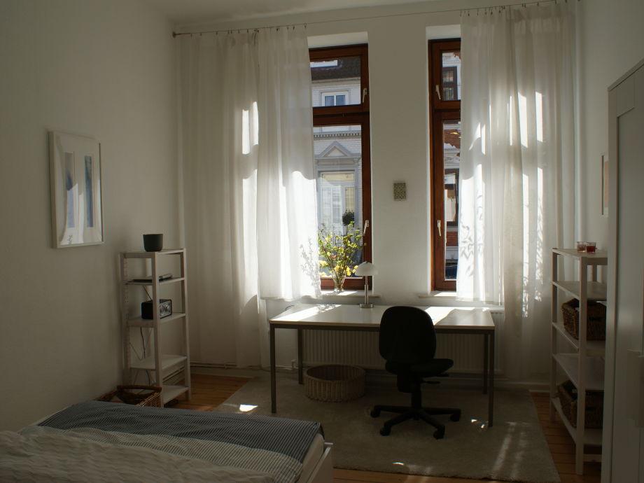 schlafzimmer altbau raum und m beldesign inspiration. Black Bedroom Furniture Sets. Home Design Ideas
