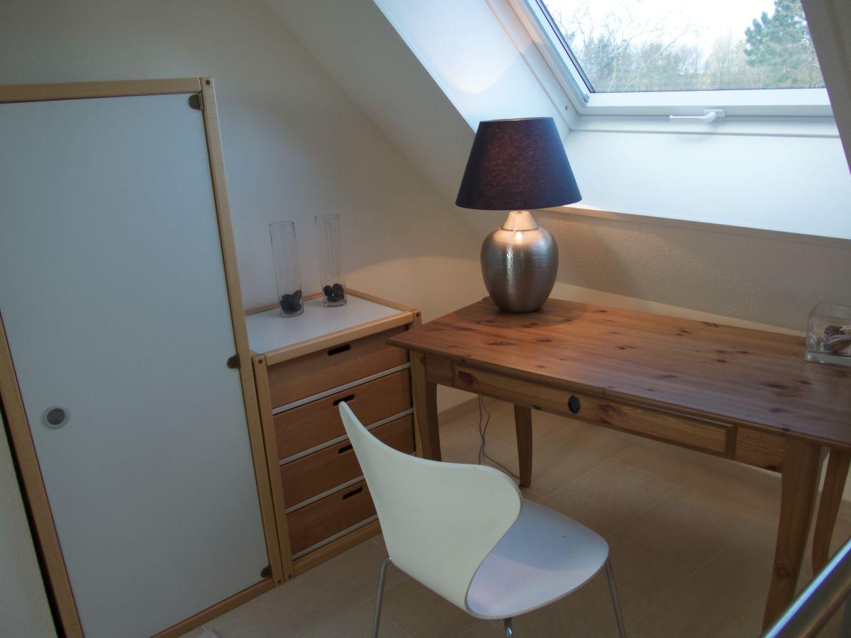 ferienwohnung whg 4 og rechts wyk herr roland riestenpatt. Black Bedroom Furniture Sets. Home Design Ideas