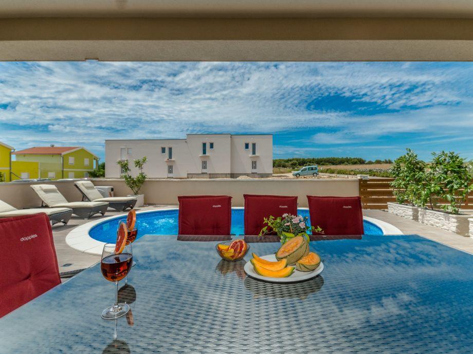 Ferienhaus mit pool f r 8 pers in ruhiger lage insel vir for Wohnzimmer 4m breit