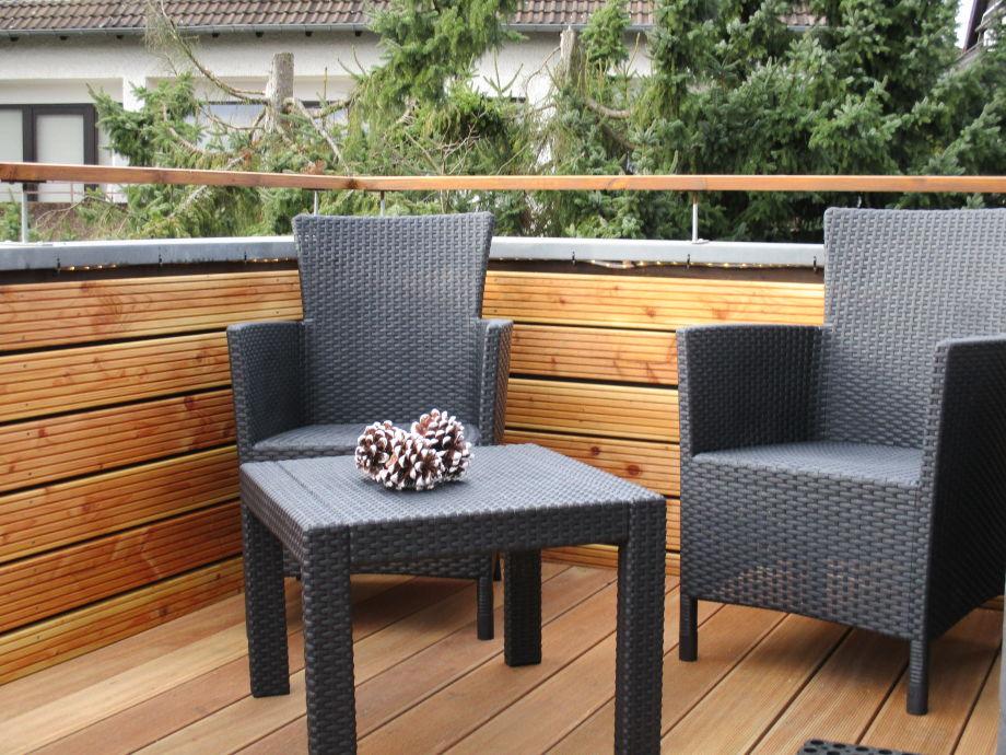 Mehrere Sitzbereiche auf dem 10 m² gr. Balkon
