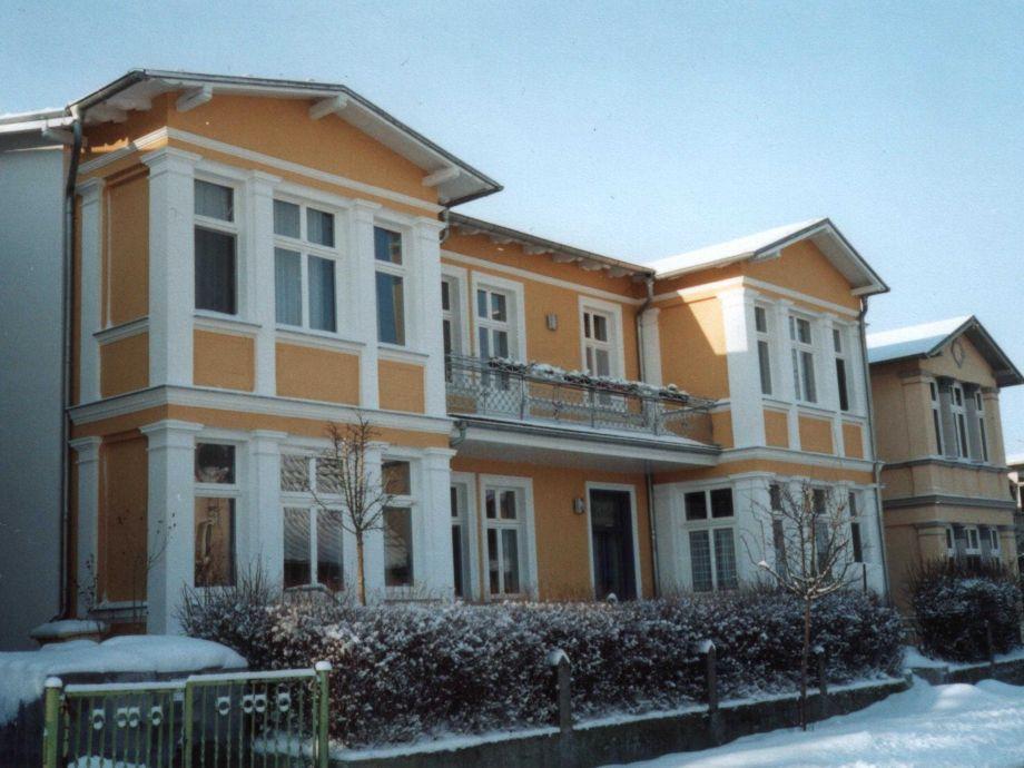 """Außenaufnahme in der Villa """"Mutabor"""" 1"""