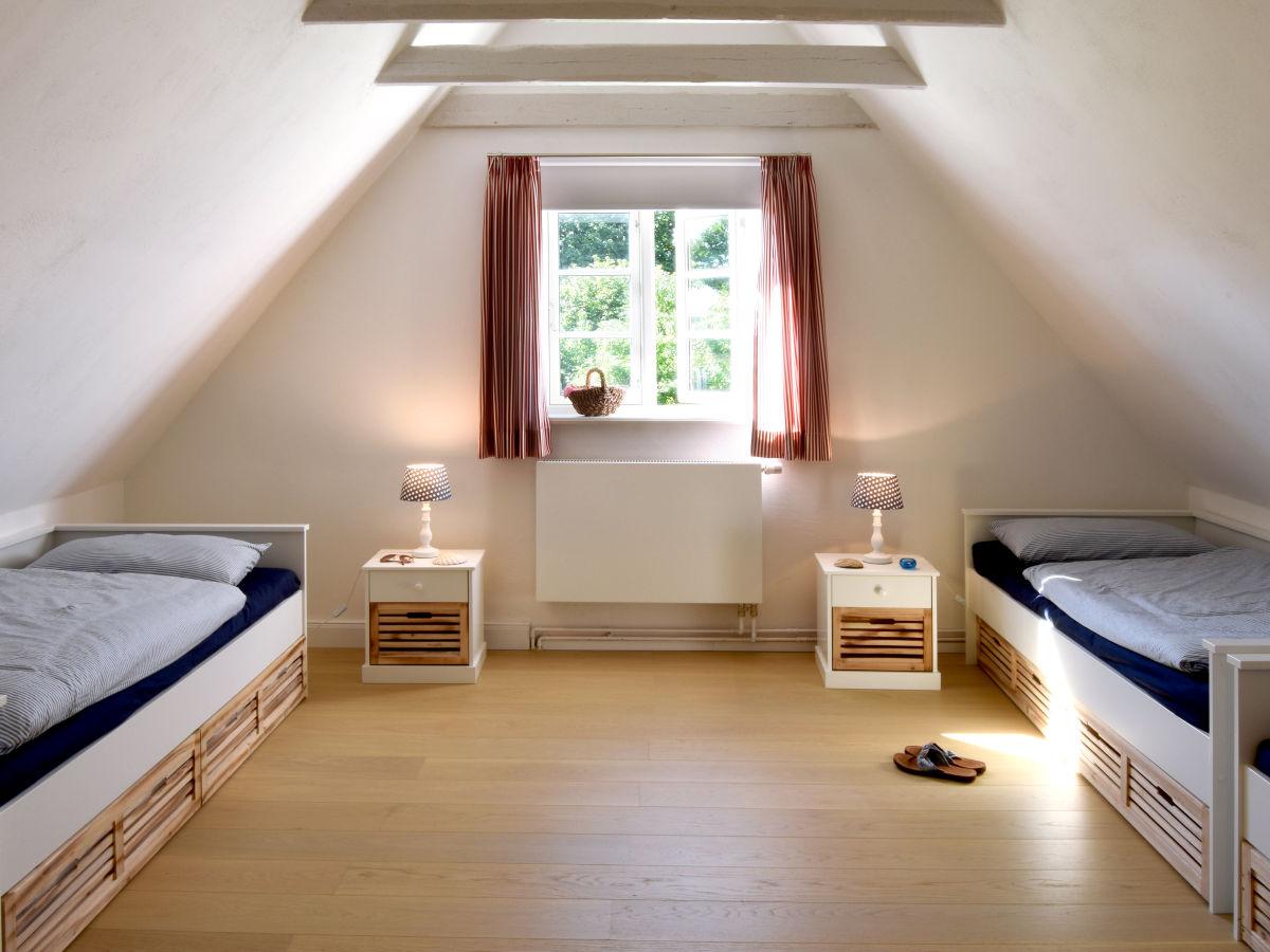 Ferienhaus altes schusterhus geltinger bucht gelting for Schlafzimmer dachgeschoss
