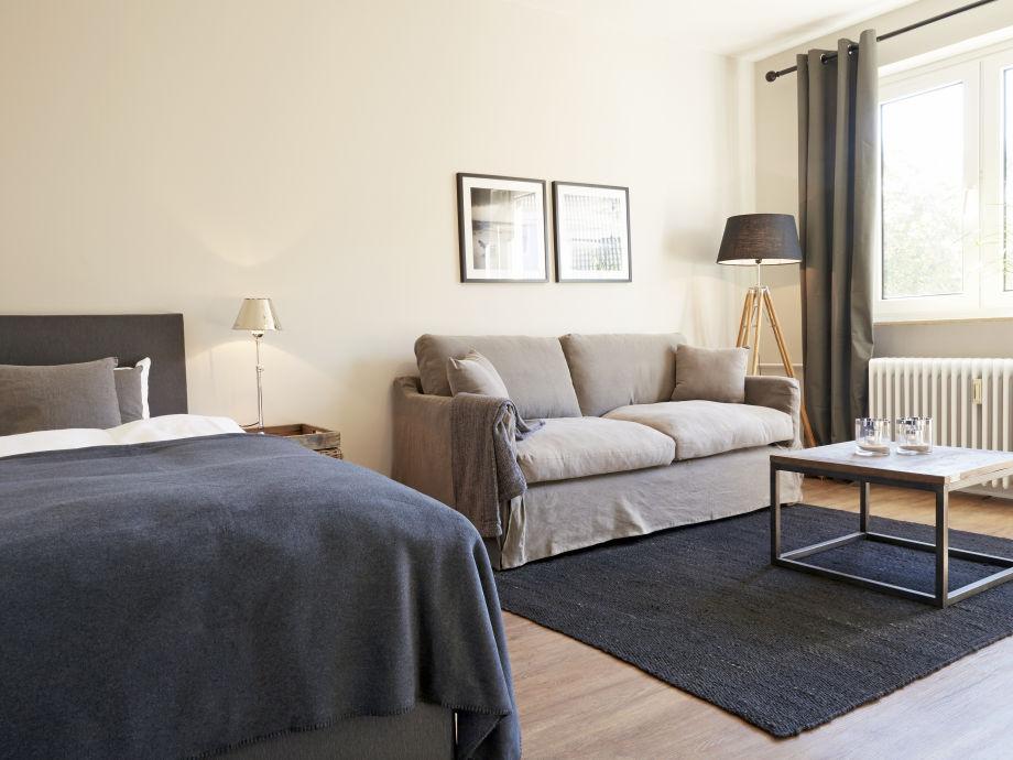 Schlafzimmer und Wohnbereich