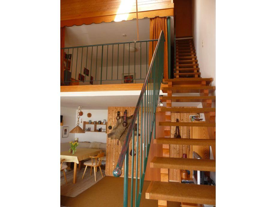 Wohnraum mit den Treppen in die Schlafzimmer