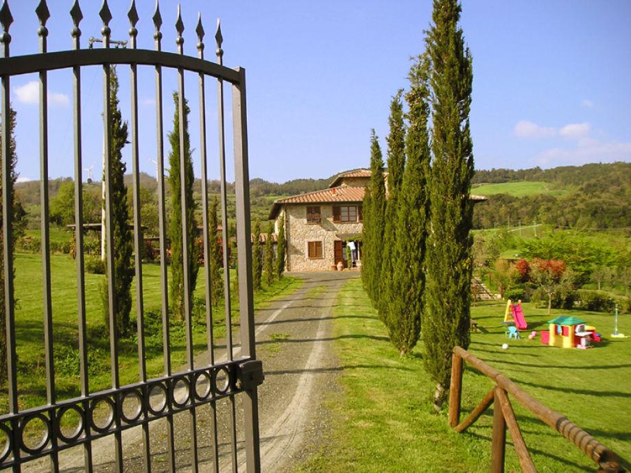 Zufahrt zum Anwesen