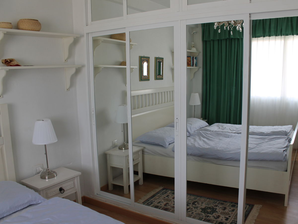 Ferienwohnung strand wohnung las conchas mit panorama - Spiegelschrank schlafzimmer ...