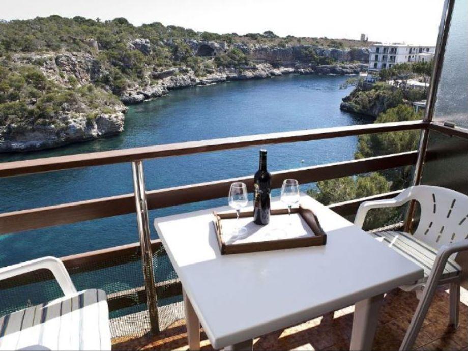 Aussicht vom Balkon zum Meer - Hafen von Cala Figuera