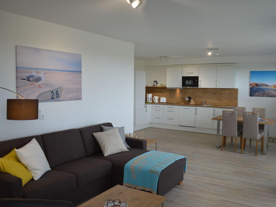 Wohnzimmer mit Küche und Essbereich