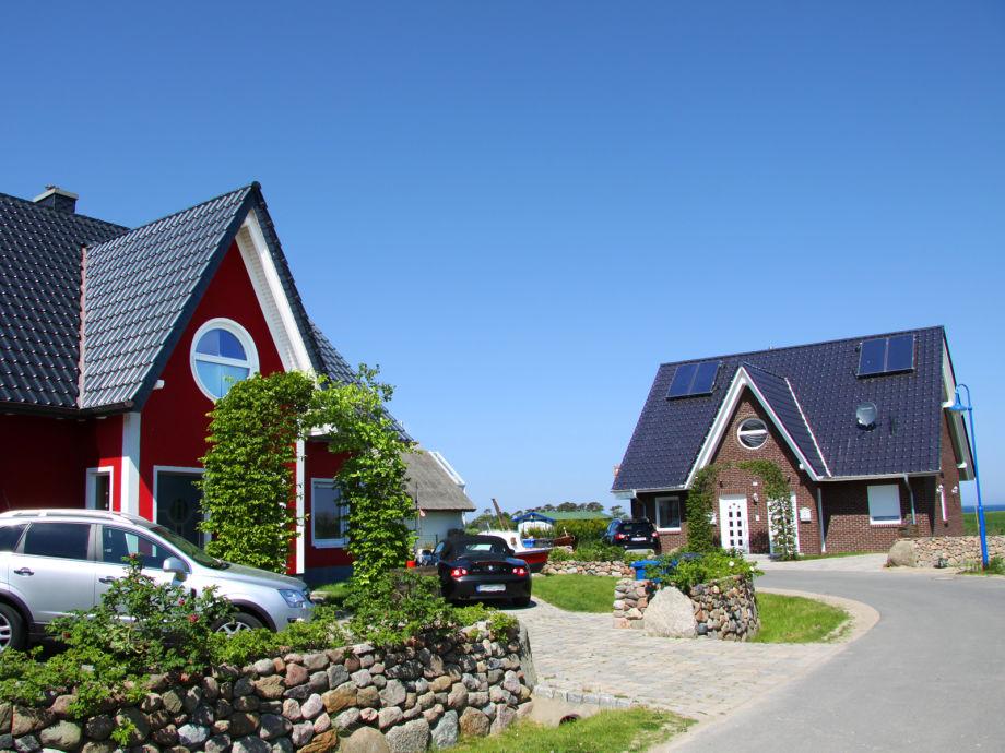 Blick auf Villa Ostseewoge (li) & Villa Küstenhus (re)