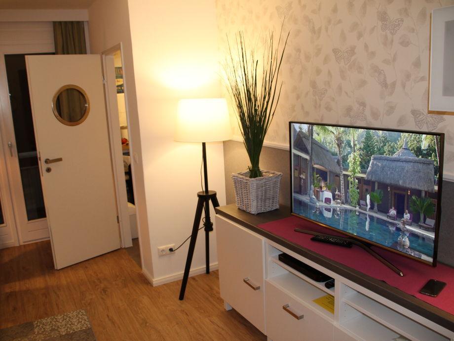 Wohnzimmer mit Samsung TV, Blurayplayer & eigenem Wlan
