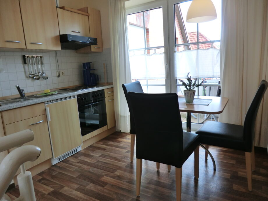 Küche mit Essecke, Balkon