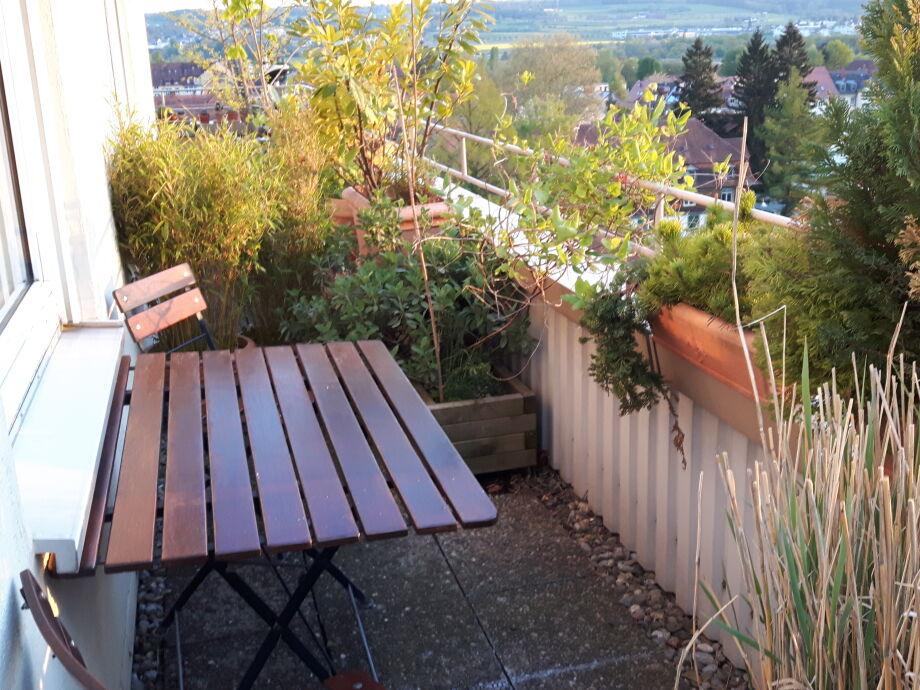 Gemütliches Sitzen auf der Außenterrasse