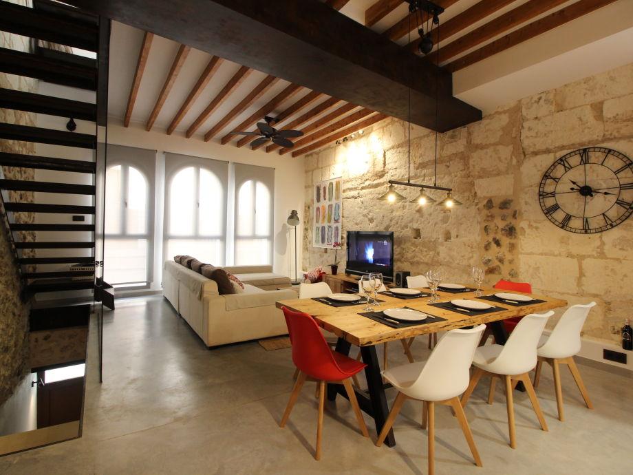 Wohnzimmer mit Esstischgruppe