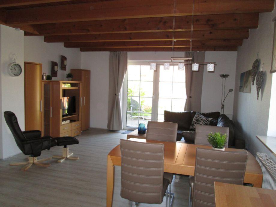 Wohnzimmerschrank mit TV und Sitzecke