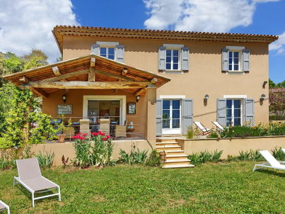 Modernes Ferienhaus mit Weitblick in Lorgues
