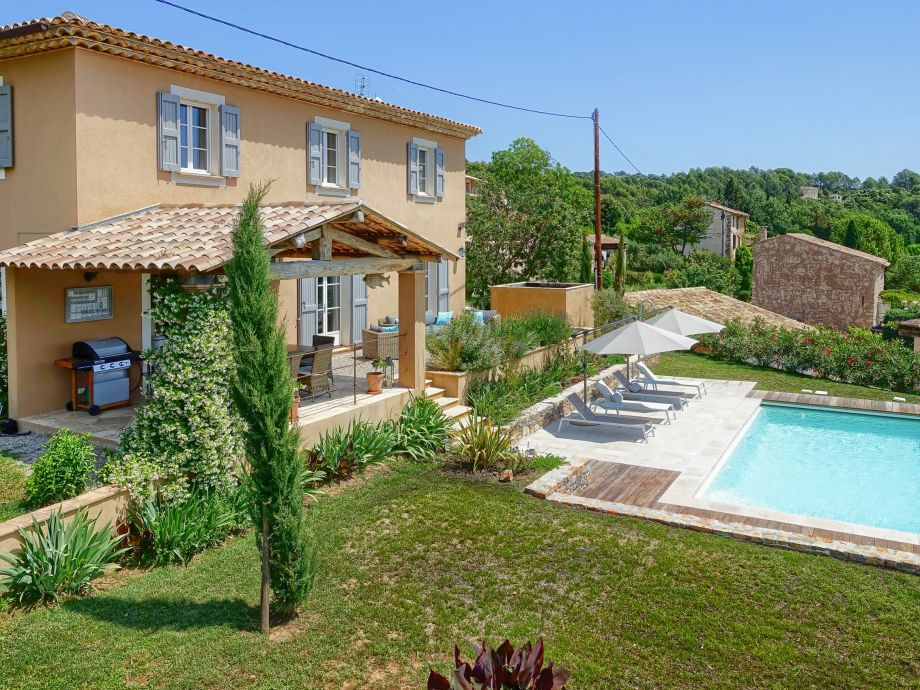 Modernes ferienhaus mit pool bei lorgues provence var for Ferienhaus mit pool