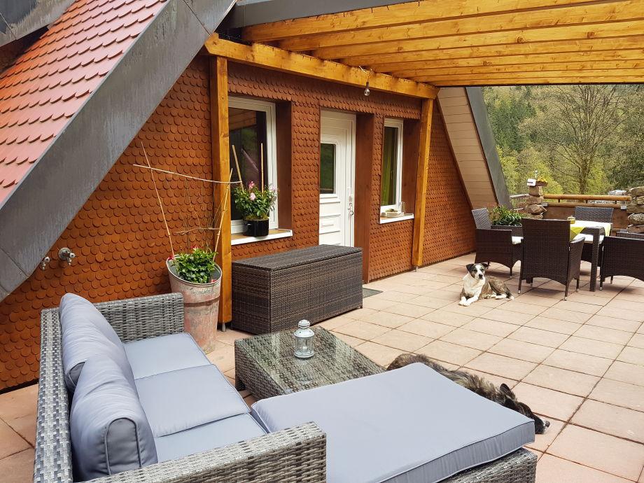 30 m2 Terasse mit Loungemöbeln