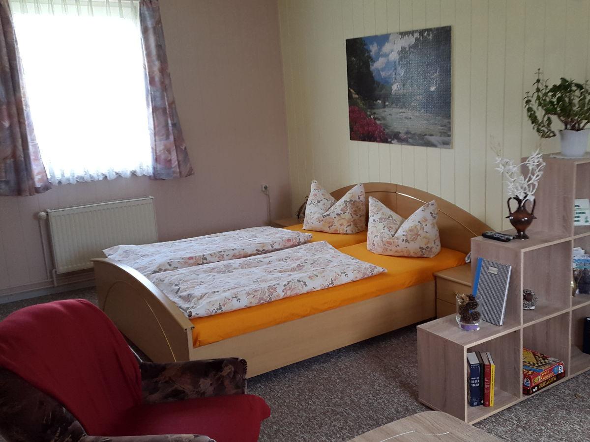 Ferienwohnung kotte 2 l bbenau spreewald familie - Wohn und schlafzimmer ...
