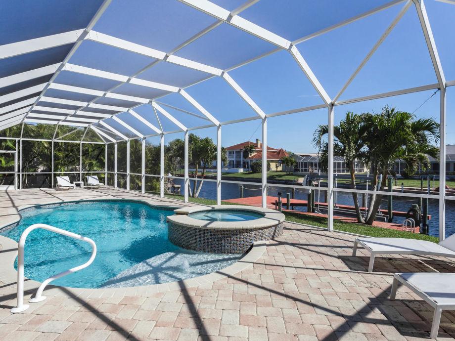 Terrasse, Pool und Spa