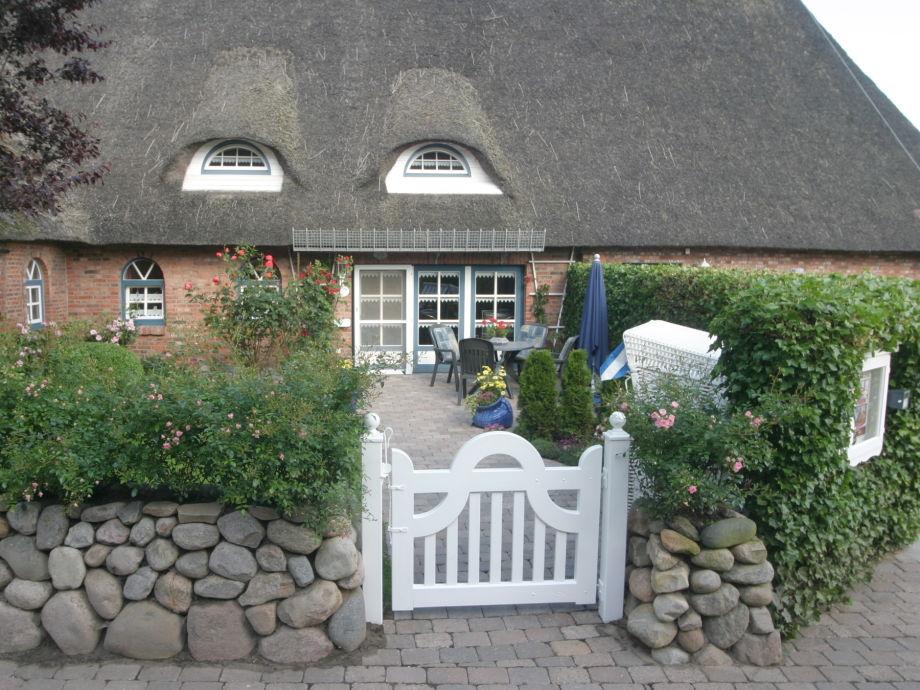 Eigener Eingang mit Vorgarten zur Ferienwohnung