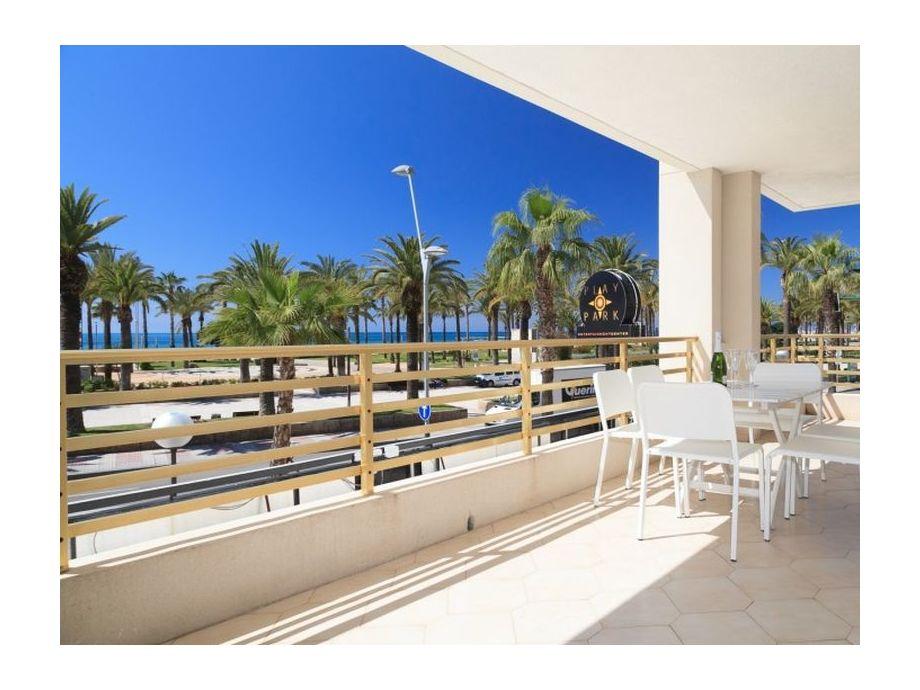 Blick auf die Strandpromenade von der Terrasse