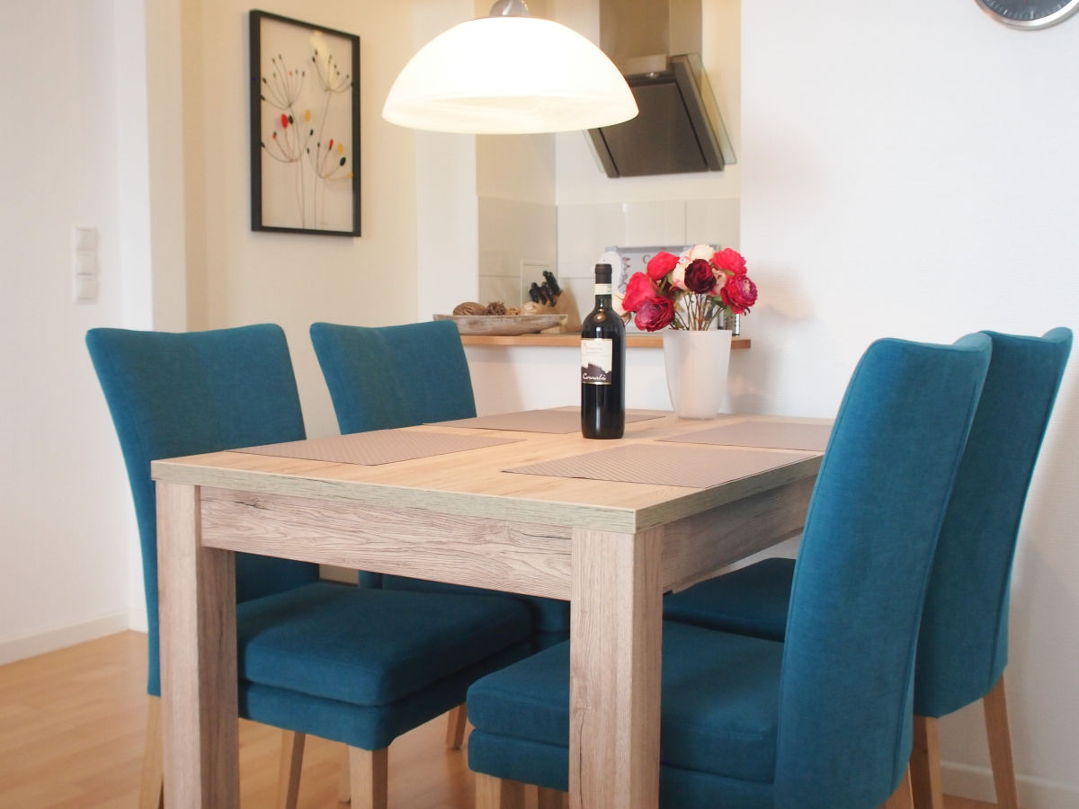 ferienwohnung wohnen am meer wohnung 2 ostsee timmendorfer strand firma ostsee living frau. Black Bedroom Furniture Sets. Home Design Ideas
