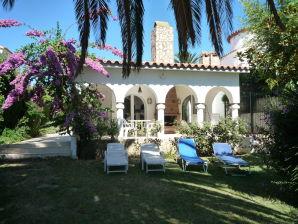 Villa Paradies 33 am Kanal mit schönem Garten