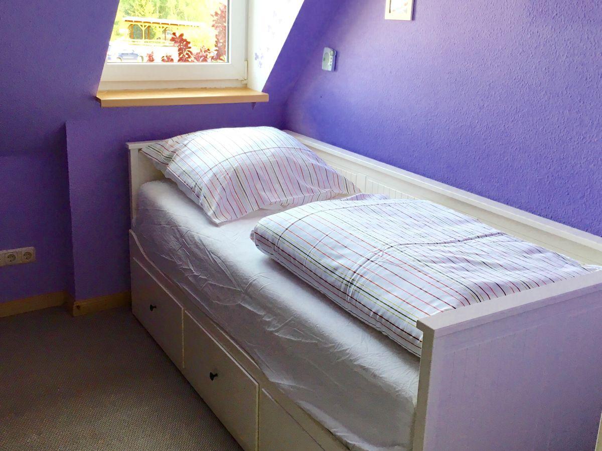 ferienhaus gelbes haus fischland dar zingst frau. Black Bedroom Furniture Sets. Home Design Ideas